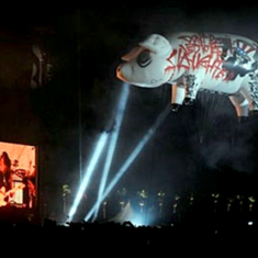 Pink Floyd's flying pig at Coachella 2008 endorses Obama