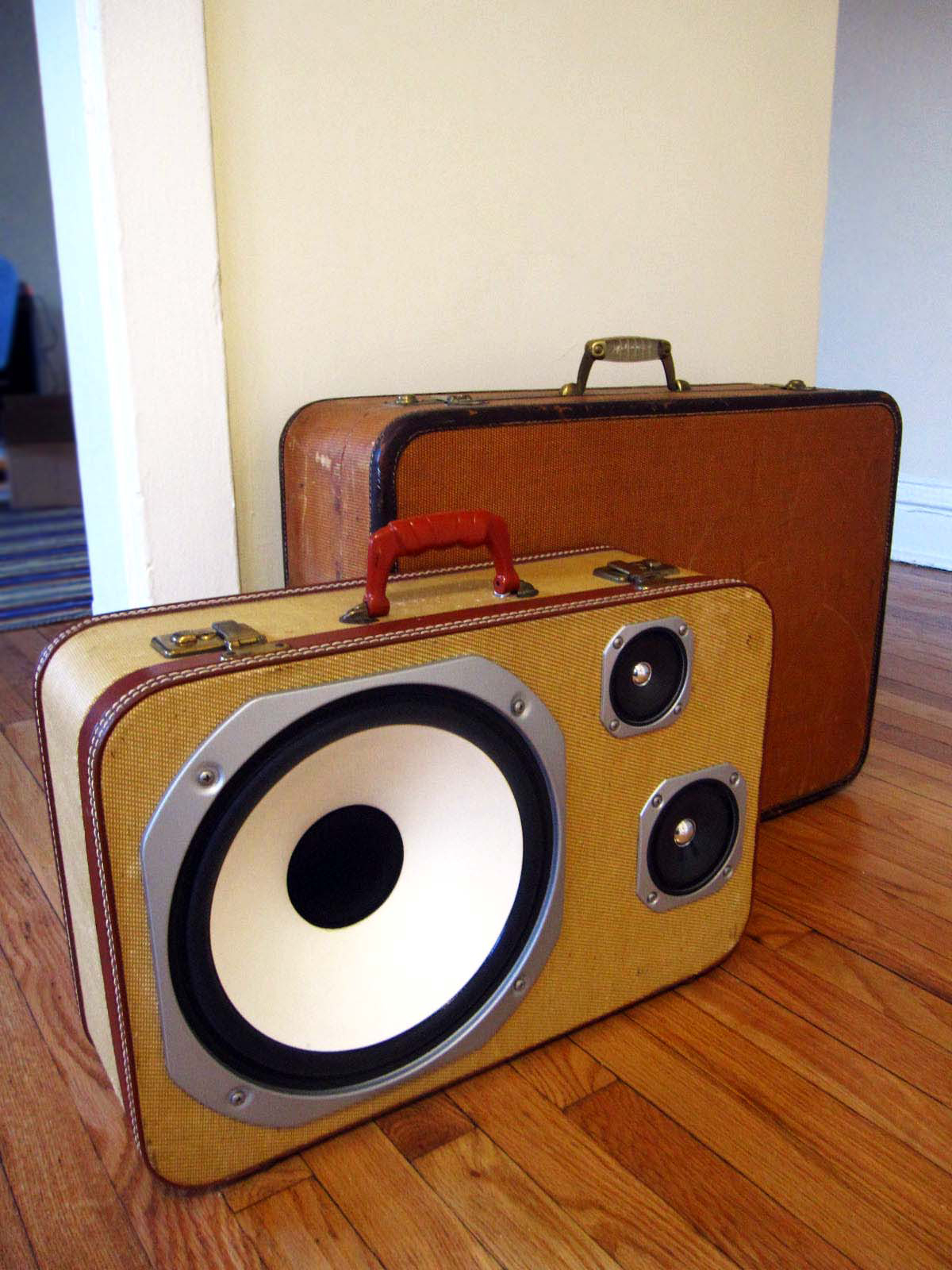 Vintage Suitcase BoomBoxes — 'BoomCases' just look at them…