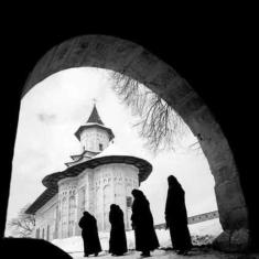 Evicted Nuns Curse Polish Riot Police as <br>'Servants of Satan'.