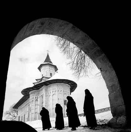 Evicted Nuns Curse Polish Riot Police as 'Servants of Satan'.