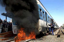 Angry Argentine commuters torch train in rush hour