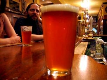 Center seeks volunteers for beer-tasting festival